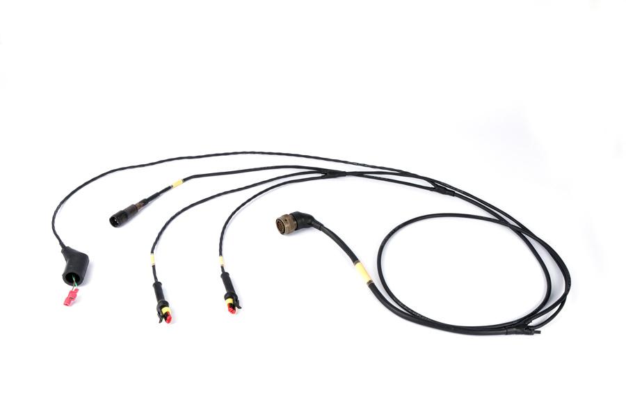 Cablagem Derivação múltiplos conectores e ligações em sistemas de comando para viaturas