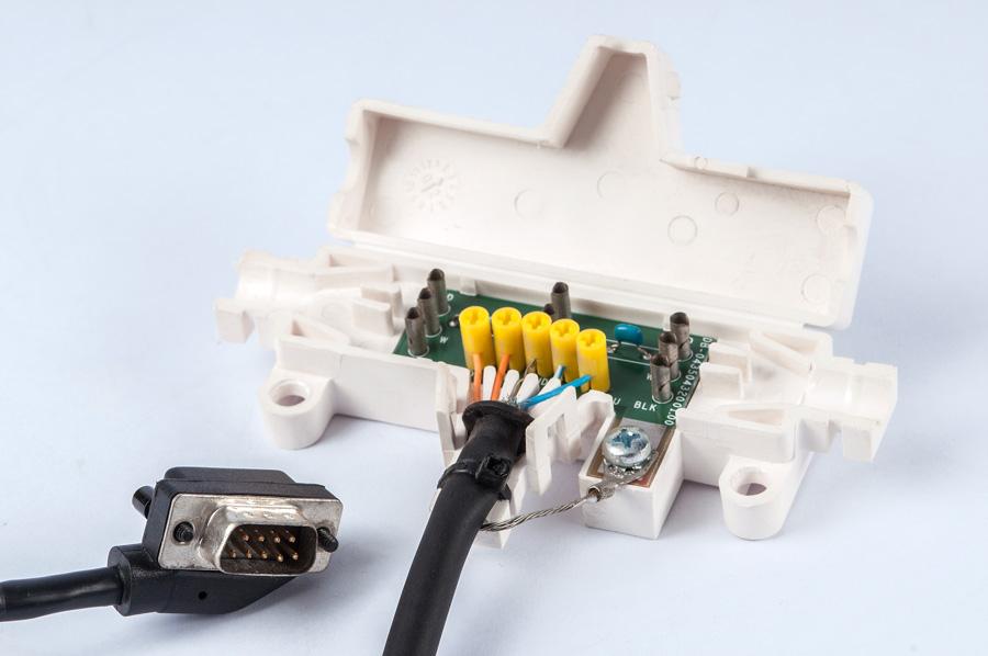 Peças Injetadas para retenção de PCB e Cablagens