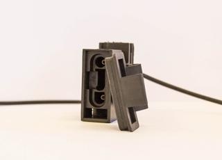 Conectores sobre moldados com acabamento maleável (tampas)
